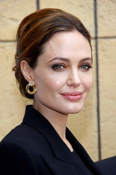6b6195fe581e797943f171ee27d9e96e--angelina-jolie-dress-easy-diy-hairstyles.jpg